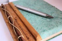 Agend dagbok med pennan Arkivfoto