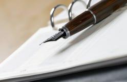 Agenda en pen royalty-vrije stock afbeeldingen