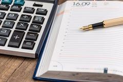 Agenda met pen en calculator royalty-vrije stock foto