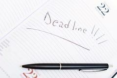 Agenda met uiterste termijndatum en pen Royalty-vrije Stock Foto's