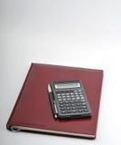 Agenda, pluma y calculadora Fotos de archivo libres de regalías