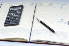 Agenda, pluma y calculadora Imágenes de archivo libres de regalías