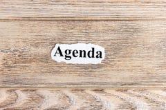 AGENDA tekst na papierze Słowo agenda na poszarpanym papierze com pojęcia figurki wizerunku odpoczynku dobra trwanie tekst Obraz Stock