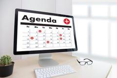 Agendy aktywność na conputer Biznesowym mężczyzna Robi agendzie Informati Obraz Royalty Free