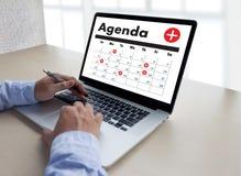 Agendy aktywność na conputer Biznesowym mężczyzna Robi agendzie Informati Obrazy Royalty Free