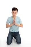 Agenouillement dans la prière images stock