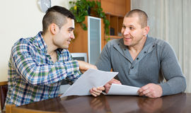 Agent and client with documents at home Royalty Free Stock Photos