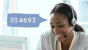 Agent de centre d'appel d'afro-américain et médias sociaux clips vidéos