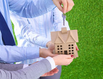 Agent dla własności z domem i kluczem Zdjęcie Stock