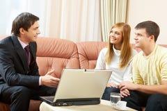 Agent immobilier au travail images stock
