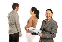 Agent immobilier réel avec des couples Image libre de droits