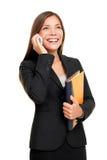 Agent immobilier réel parlant sur le téléphone portable image libre de droits