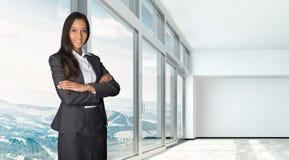 Agent lub makler w pustym mieszkaniu lub biurze Fotografia Stock