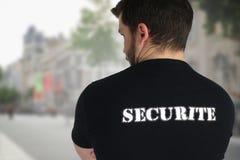 Agent ochrony pozuje z powrotem w ulicie Zdjęcie Royalty Free