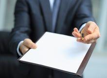 Agent oferty podpisywać nowego kontrakt Zdjęcia Stock