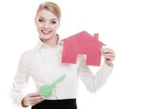 Agenta nieruchomości mienia czerwieni papieru domu klucz Obraz Stock