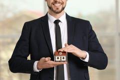 Agenta nieruchomości mienia domu model Obrazy Stock