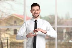 Agenta nieruchomości mienia domu model Obrazy Royalty Free