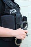 Agente da polícia com algemas Imagem de Stock