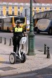 Agente da polícia fêmea em um Segway Imagens de Stock