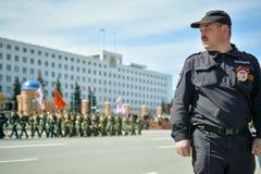 Agente da polícia na parada o 9 de maio Foto de Stock