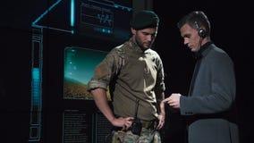 Agente de governo que fala às forças armadas vídeos de arquivo