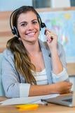 Agente de viagens bonito que sorri na câmera Imagem de Stock