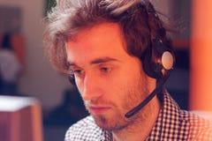 Agente della call center sul lavoro Immagini Stock Libere da Diritti
