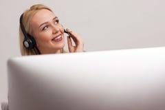 Agente della call center sul lavoro Fotografie Stock