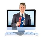 Agente di viaggi online con i biglietti di linea aerea Immagini Stock