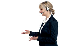 Agente femenino del cuidado del cliente en una conversación Foto de archivo libre de regalías