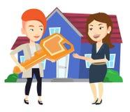 Agente inmobiliario que da llave al dueño de nueva casa Fotografía de archivo