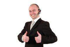 Agente masculino del centro de atención telefónica que presenta con los pulgares para arriba Imagen de archivo