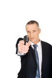 Agente serio de la mafia que apunta por la arma de mano Imágenes de archivo libres de regalías