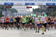 Agenten bij het begin van de 24ste uitgave van de Marathon Fr van Rome Stock Foto's