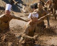 Agenten die door de modder gaan Stock Afbeelding