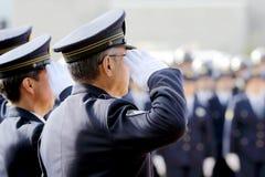 Agentes da polícia japoneses de saudação Fotos de Stock Royalty Free