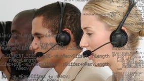 Agentes do centro de chamada com códigos da relação vídeos de arquivo