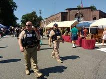 Agenti delle forze dell'ordine sulla pattuglia, Rutherford, NJ, U.S.A. immagine stock