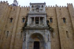 Agentur-Bank von Portugal im schönen Quadrat mit Joaquim Augusto-Statue, Coimbra Lizenzfreie Stockfotografie