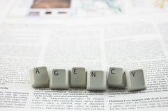Agenturwort auf Zeitung Lizenzfreie Stockfotografie