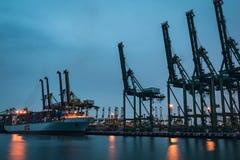 Aggancio della nave da carico alla baia di Keppel Fotografia Stock