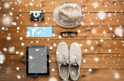 Aggeggi e roba personale del viaggiatore Immagine Stock Libera da Diritti
