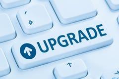 Aggiornamento che migliora la tastiera di computer blu di programma Fotografia Stock