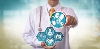 Aggiornamento del dottore Offering Telemedicine Prescription immagine stock libera da diritti