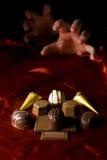 Aggiunta del cioccolato Fotografia Stock Libera da Diritti