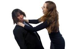 Aggressive blonde Frau und Mann Stockfotos