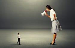 Junge Sekretärin lässt sich vom Boss durch nageln
