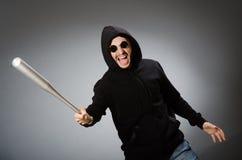 Aggressiver Mann mit basebal Schläger Stockfotografie