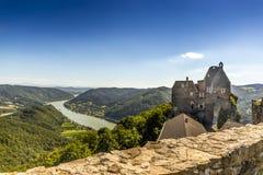 Aggstein kasztelu ruina na Danube rzece niski Zdjęcie Stock